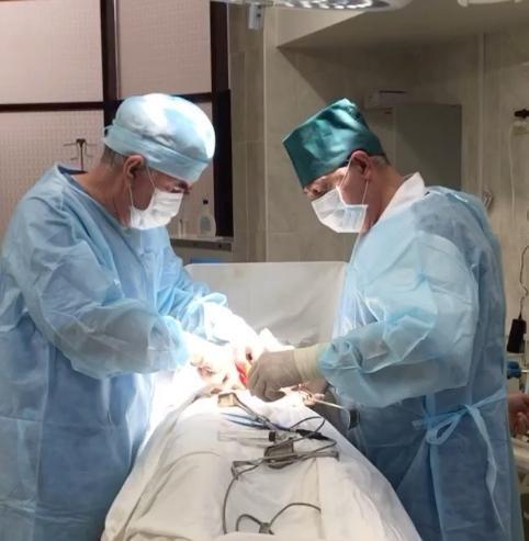 Пупочная грыжа, выполняется под местной анестезией.